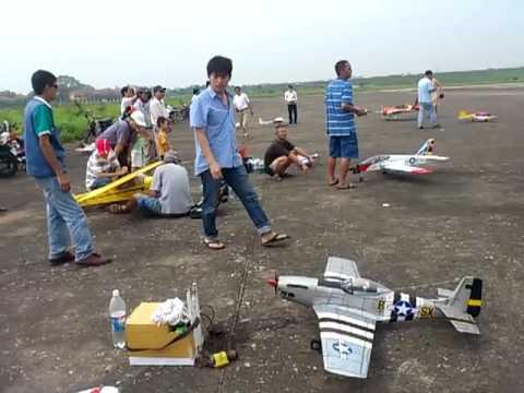 Ốc cay chơi máy bay mô hình
