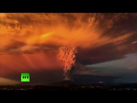 Apocalyptic TIMELAPSE: Ash & lightning - Massive Calbuco volcano eruption in Chile