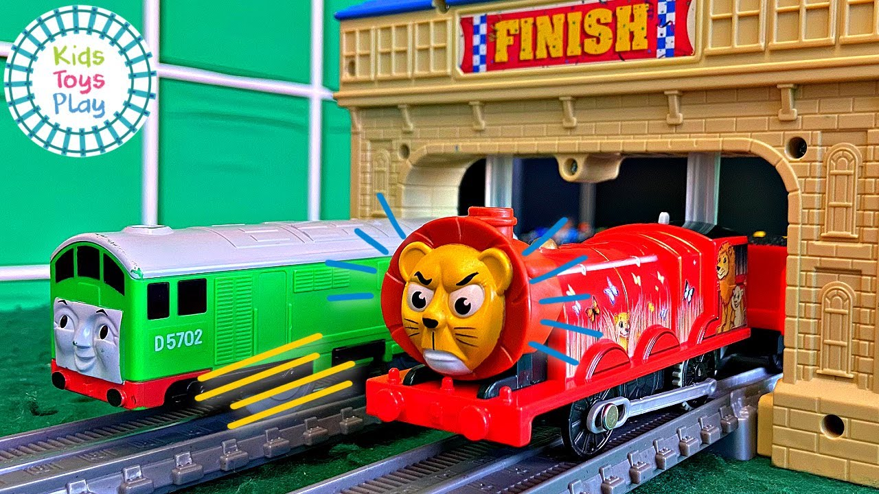 Who is the fastest Thomas Train? TOMY VS Trackmaster Races