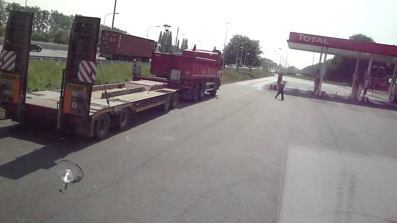 Scania 143- 450 Streamline Sam Nelis transport trekt op vanaf parking kruishoutem e17