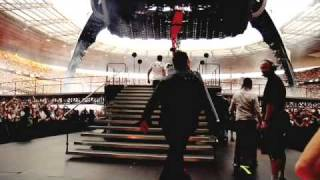 U2.com | Paris | The Band Walks Out