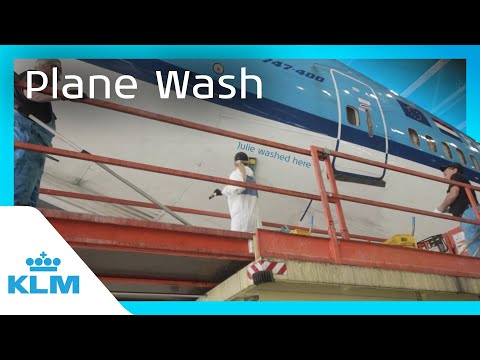 KLM Intern On A Mission - How Do You Wash A Plane?