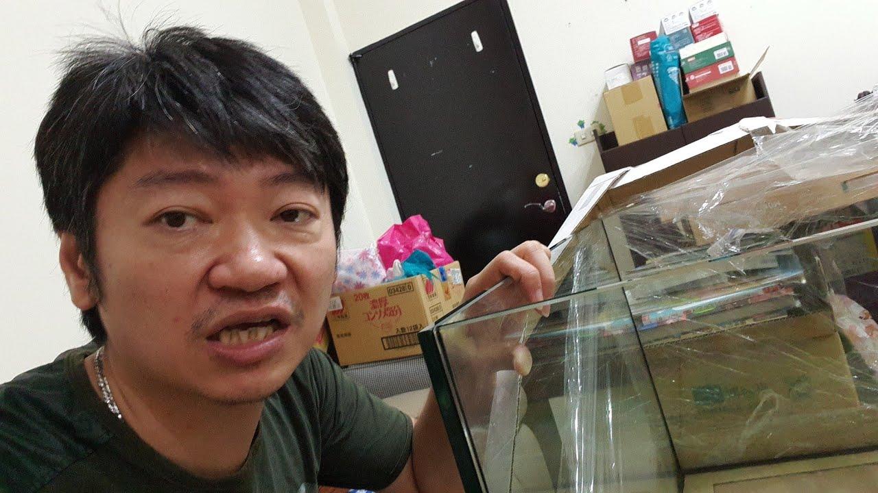 外行人發現魚缸玻璃接合處有光影