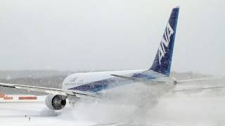 超絶‼ 吹雪の新千歳空港 ANA B767 離陸 【Snow Operation At New Chitose】 thumbnail