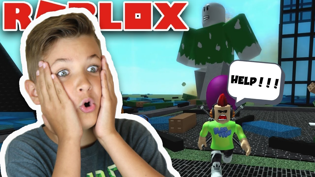 METAL GIANT DESTROYING OUR CITY in ROBLOX GIANT SURVIVAL ...