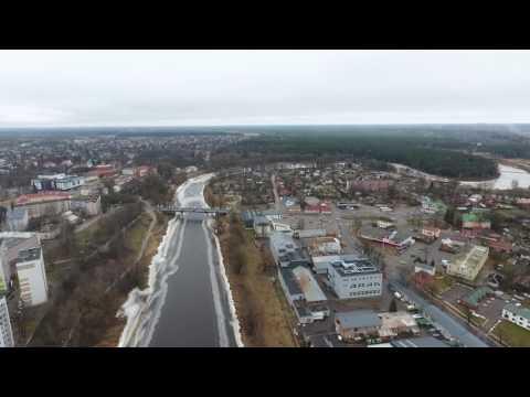 Starp diviem tiltiem Valmierā.