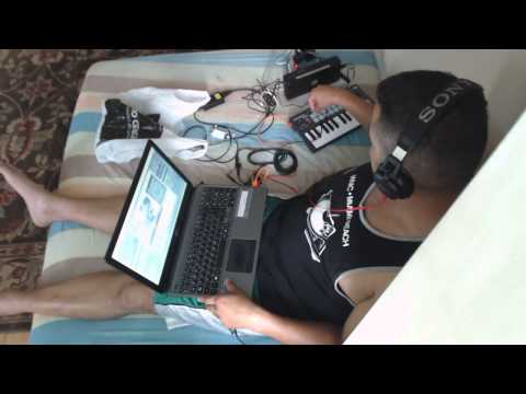 [Test] Djing using Novation Launchkey Mini and Traktor - Cheap Dj Setup