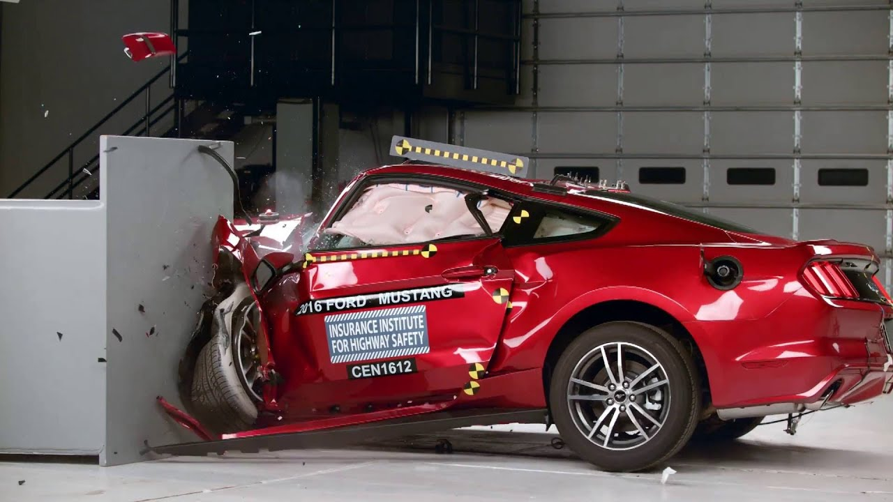Crash Test Ford Mustang