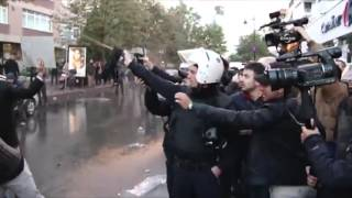 Politia a facut uz de tunuri cu apa şi gaze lacrimogene