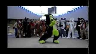 Классные танцы в костюмах животных