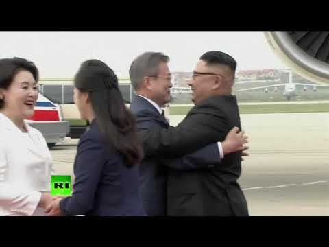 Kim Jong-un welcomes South Korean leader to Pyongyang for historic summit