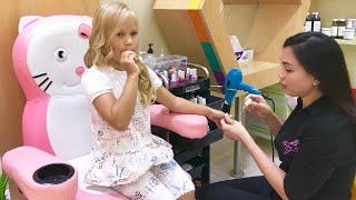 Алиса в САЛОНЕ КРАСОТЫ для детей !  Pretend play beauty salon for kids