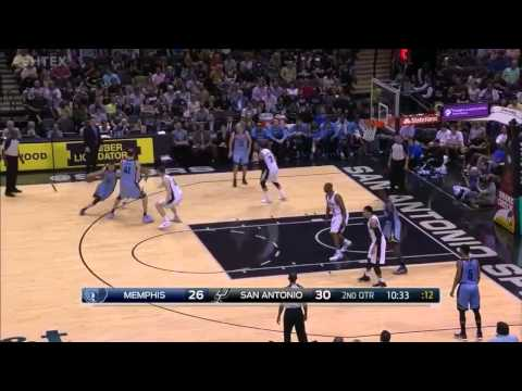 Kosta Koufos dunks on Boris Diaw