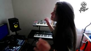 Яна Соуле. Как мы пишем биты и песни(Новый выпуск видеоблога от Яны Соуле!) Каждая песня - это огромная работа! В процессе создания принимают..., 2015-08-14T08:53:08.000Z)