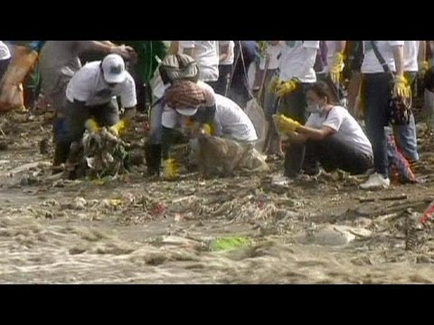 Philippines cleans up its coastline