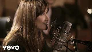 Instant video play carla bruni j 39 arrive a toi for Carla bruni le ciel dans une chambre
