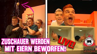 Tourette bewirft Live Zuschauer mit Eiern! - Gewitter im Kopf Live Show! | DAS VERF$%§TE DINNER