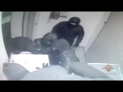 В Санкт-Петербурге арестованы участники кражи банкомата из финансового учреждения
