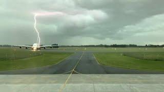 Zweimal haarscharf verfehlt: Flugzeug fast von Blitz getroffen