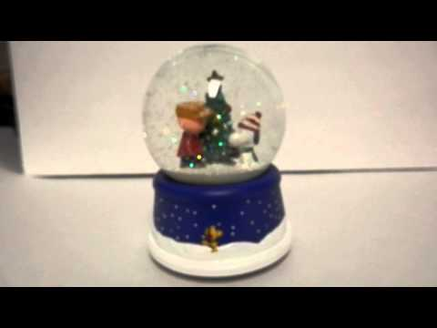 NEW Hallmark 50th Anniversary Peanuts Musical Xmas Snow Globe Snoopy Christmas