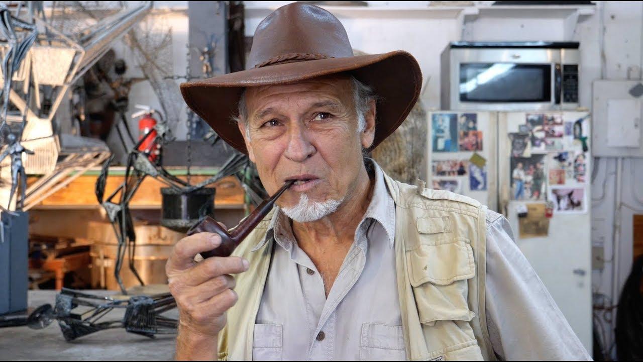 Rafael Consuegra, un escultor que le da forma al metal