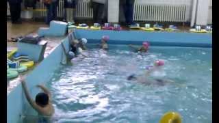 Открит урок по плуване Дарен май 2012 - 2.3gp