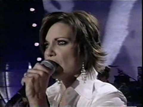 Martina McBride - How Far (LIVE)