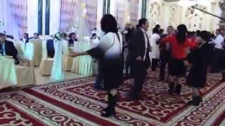 Тусовщица на казахской свадьбе