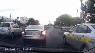видео г.Экибастуз.Как таксист обворовал нетрезвого мужчину.Присвоил 20 000 тенге