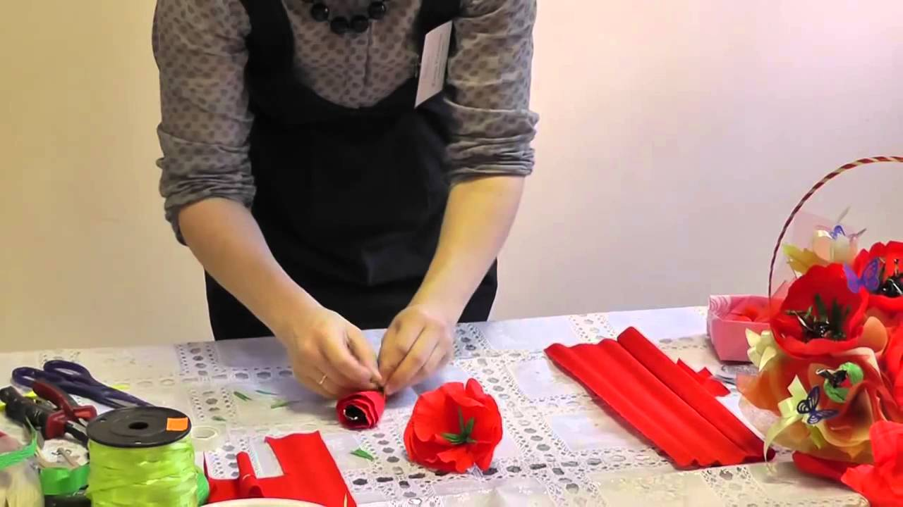Мак из бумаги и конфет своими руками