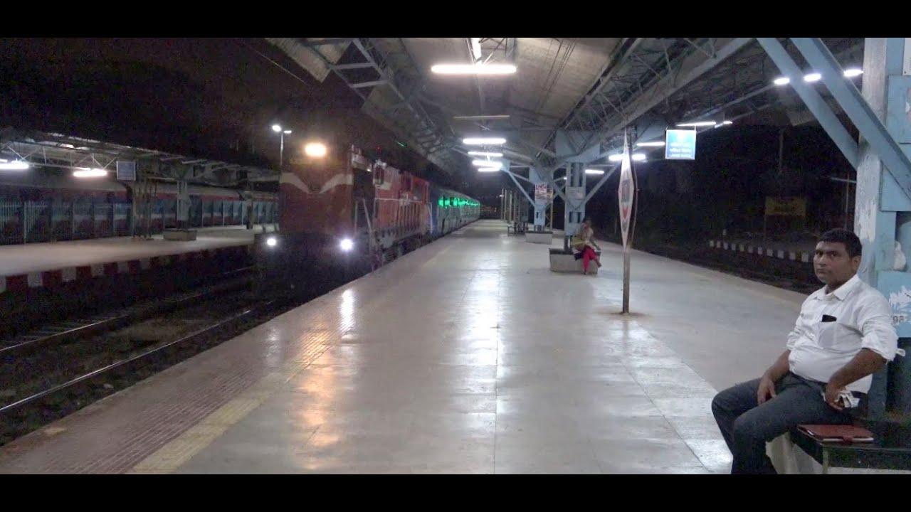 12701 Mumbai Cst Hyderabad Hussainsagar Express Chuggs Heavily at Bhandup,  Mumbai !!!