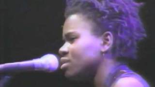 Tracy Chapman - Talkin' Bout a Revolution - Live at Amnesty International 1988
