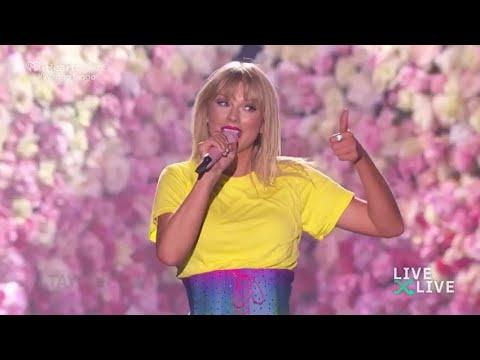 Taylor Swift - Love Story (Live) At Wango Tango