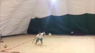 Упражнение с игрой в одно касание от песка