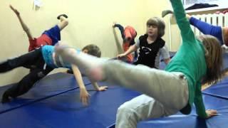 Детские тренировки по физической культуре или зачатки воинских искусств :))