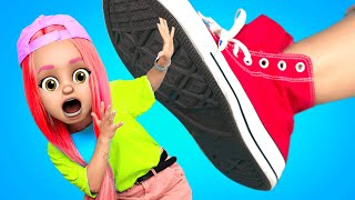 BIG FEET vs SMALL FEET RELATABLE PROBLEMS - I FELL IN LOVE WITH BIG FOOT by La La Life (Music Video)