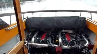 Катер с моторами SAAB