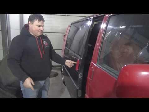 Пластиковая дверь  сдвижка VW T4
