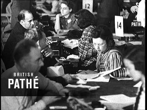 USA Registers Aliens (1940)