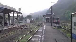新見駅からの始発列車で、芸備線と木次線の接続駅「備後落合駅」で降り...