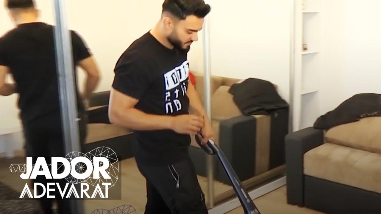 Jador, bărbat de casă! Vezi cum face curat!