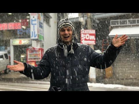 It's Snowing! Japanese Ski Resort Town (Akakura Myoko)