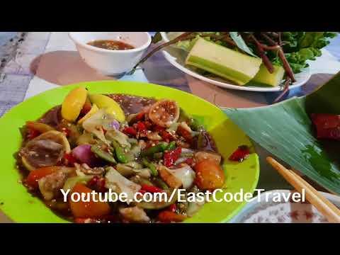 Laos yummy food green papaya salad and grilled pork