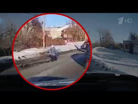 В Омске горе-родитель решил прокатить ребенка на санках, привязанных к автомобилю.