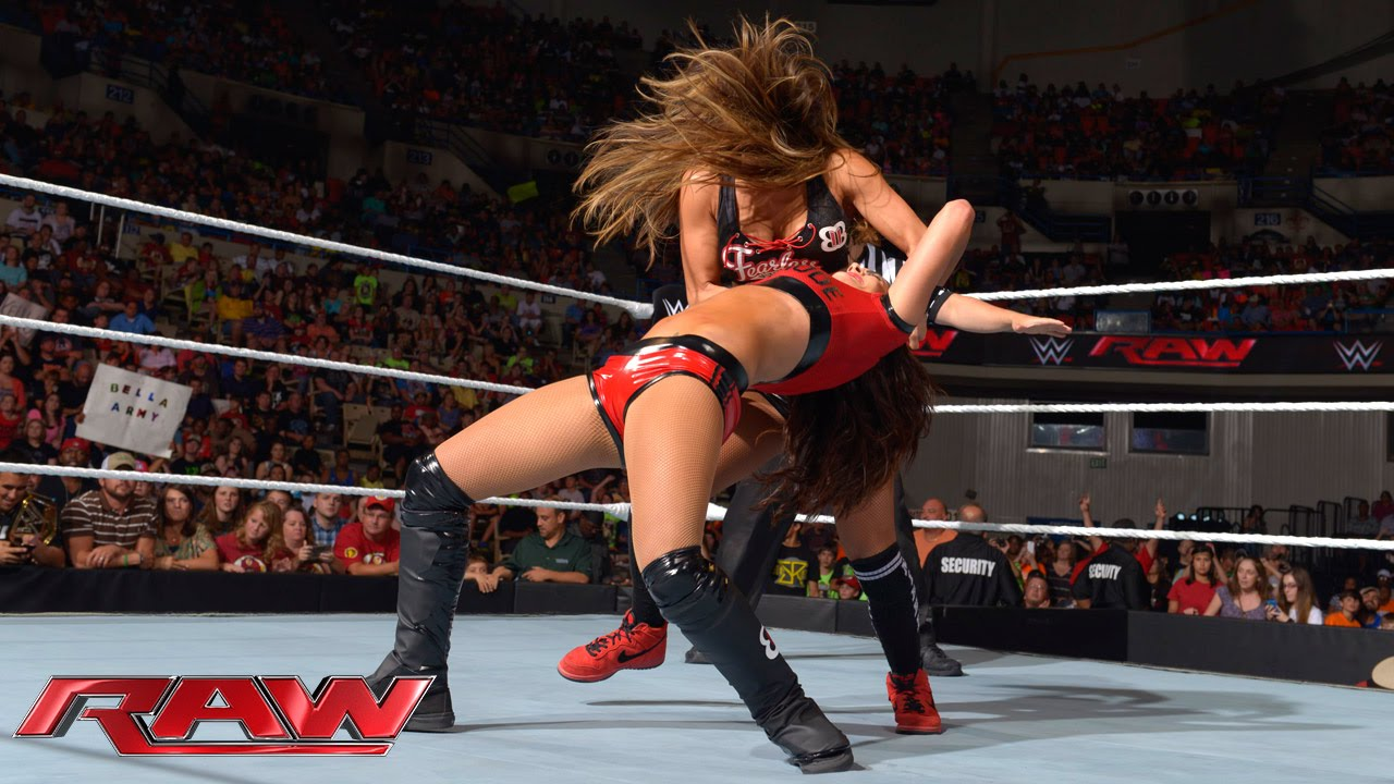 Aj Lee  Brie Bella Vs Paige  Nikki Bella Raw, Sept 15 -7599