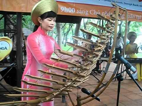 Vietnamese music instrument Trung...a bamboo Xylophone