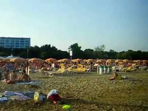 Lignano Sabbiadoro Lignano Pineta Strand In Hochsaison Youtube