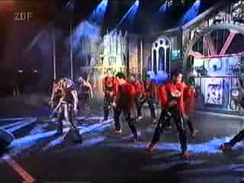 Britney Spears - Baby one more time & (You drive me) Crazy (Live @ Wetten Dass...!) in 1999
