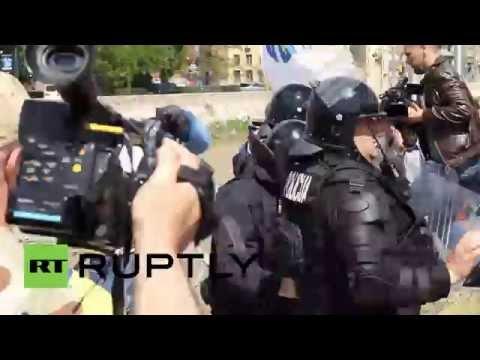 Bosnia and Herzegovina: Protesters clash with police in Sarajevo