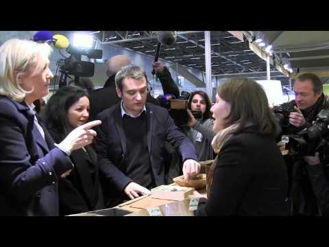Marine Le Pen visite le Salon du chocolat